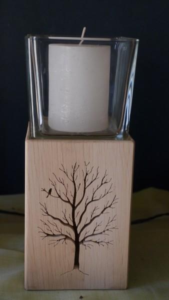 Lichtsäule mit Baum-Motiv